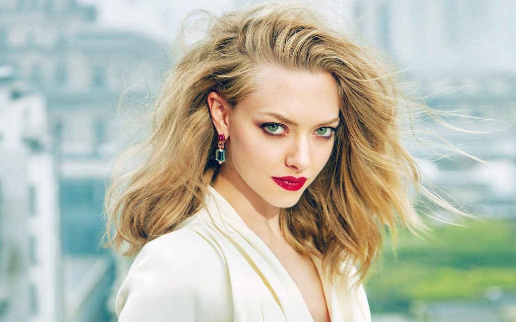 Amanda Seyfried HD Widescreen Wallpaper