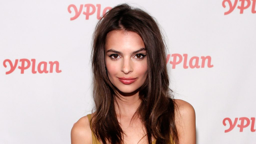 Emily Ratajkowski Quad HD Wallpaper