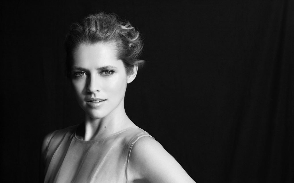 Teresa Palmer Background