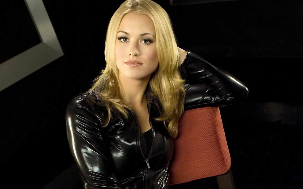 Yvonne Strahovski Widescreen Background