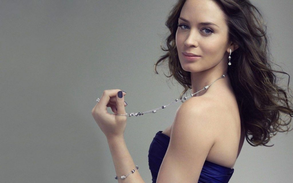 Emily Blunt Widescreen Wallpaper