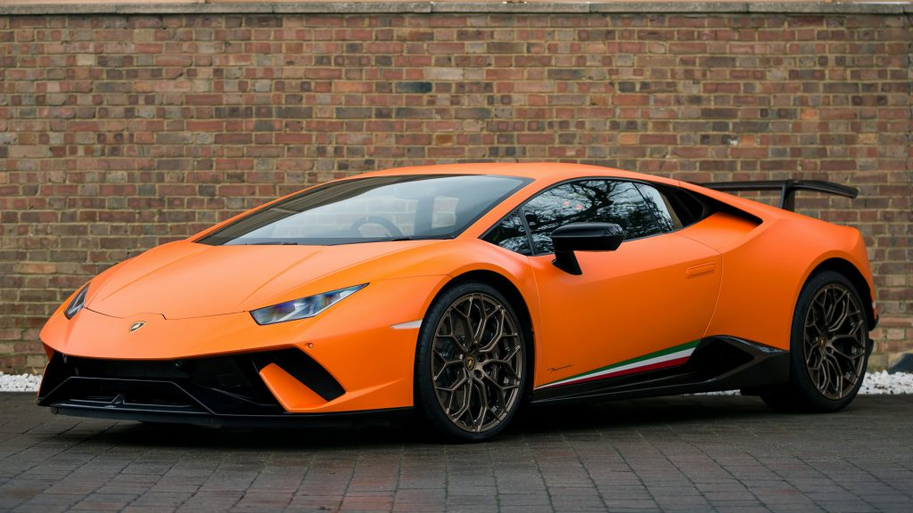 Lamborghini Huracan Full HD Wallpaper