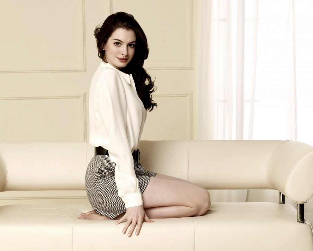 Anne Hathaway HD Background