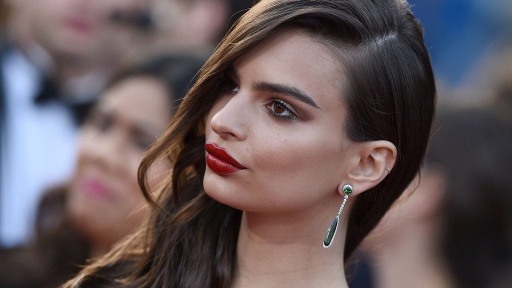 Emily Ratajkowski Full HD Background
