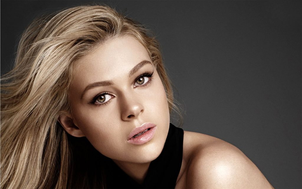 Nicola Peltz Widescreen Wallpaper