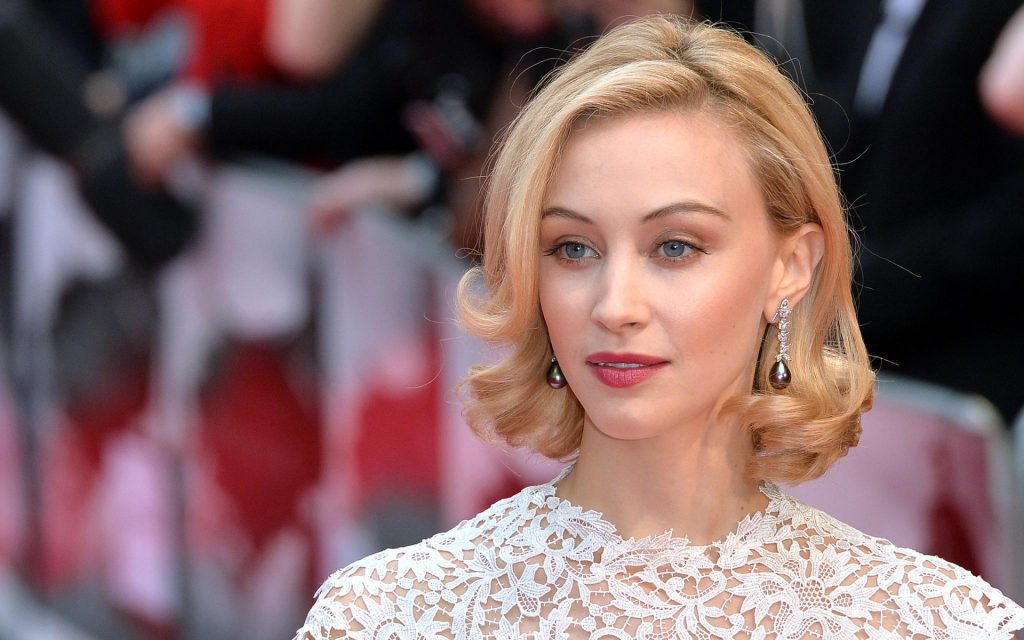 Sarah Gadon Widescreen Background