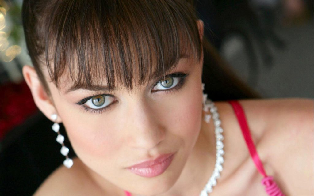 Olga Kurylenko Widescreen Background