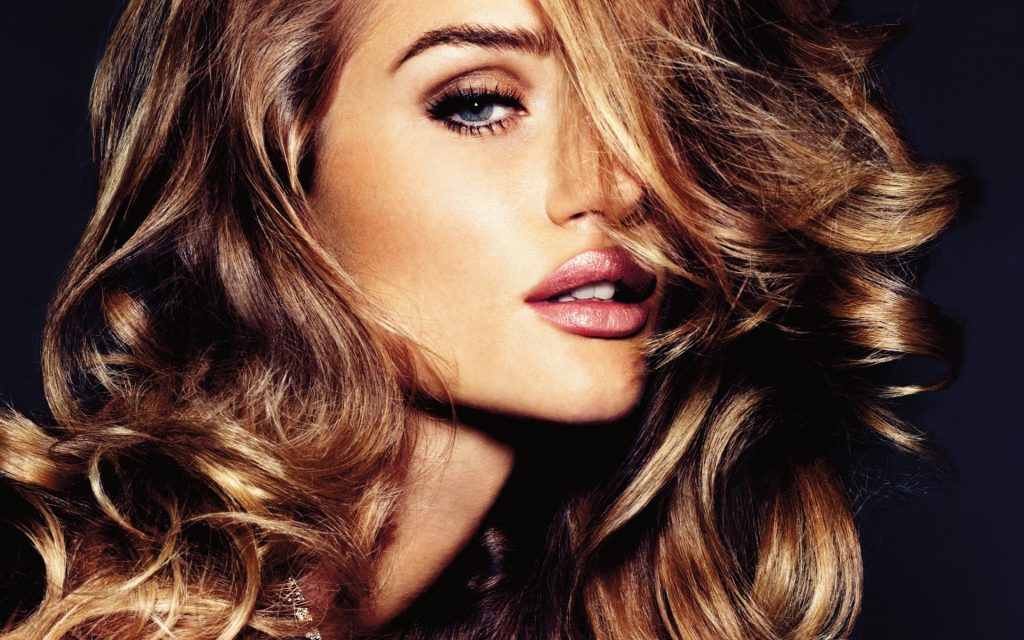 Rosie Huntington-Whiteley HD Widescreen Wallpaper