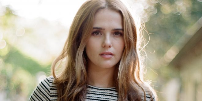 Zoey Deutch Backgrounds