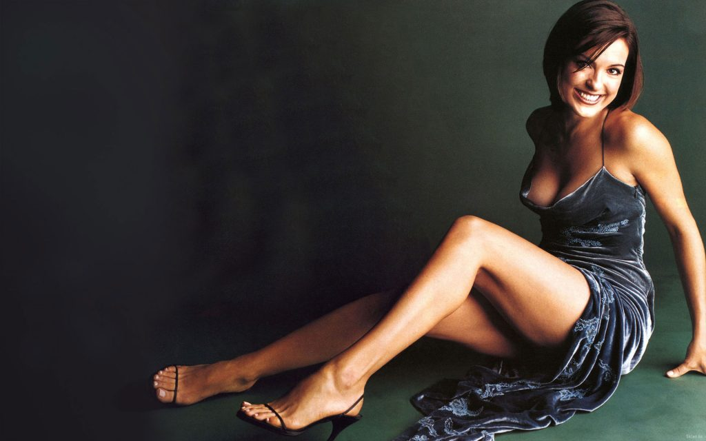 Mariska Hargitay Widescreen Wallpaper