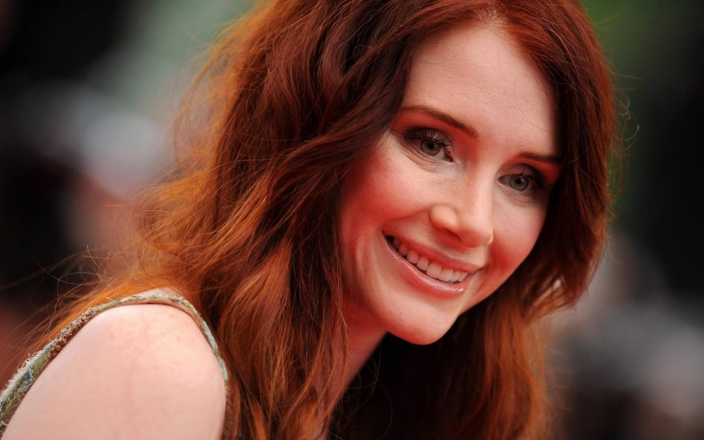 Bryce Dallas Howard Widescreen Background