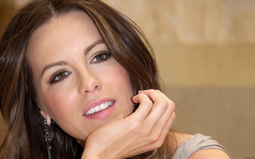 Kate Beckinsale Widescreen Background