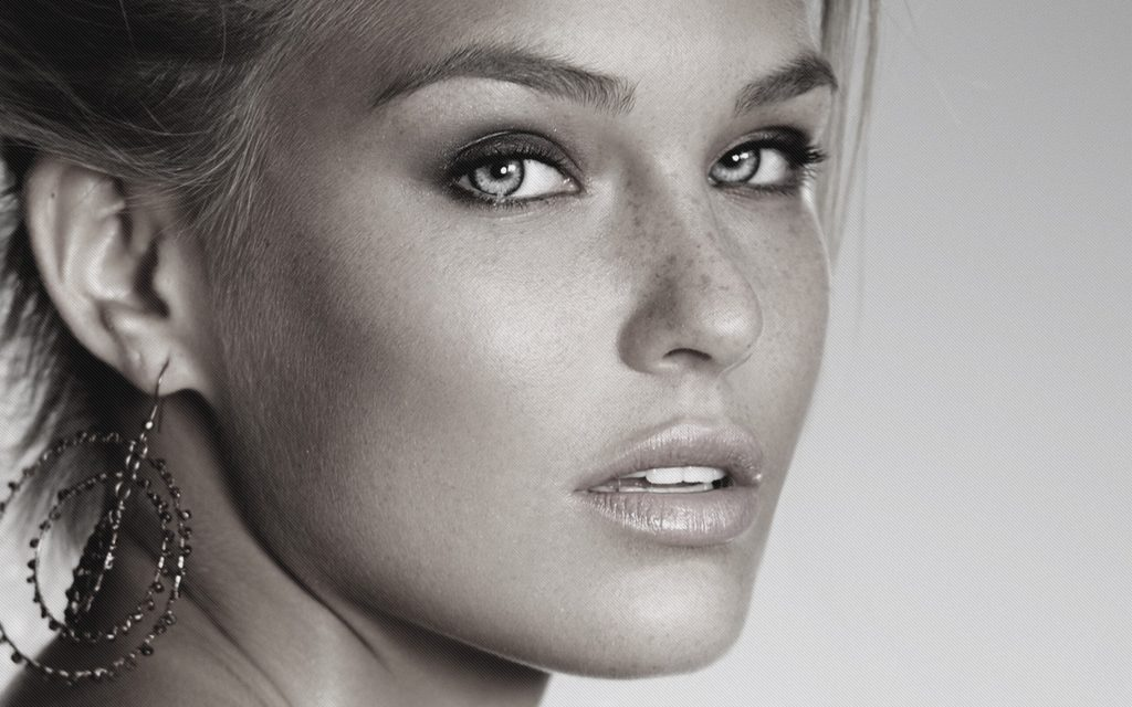 Bar Refaeli HD Background