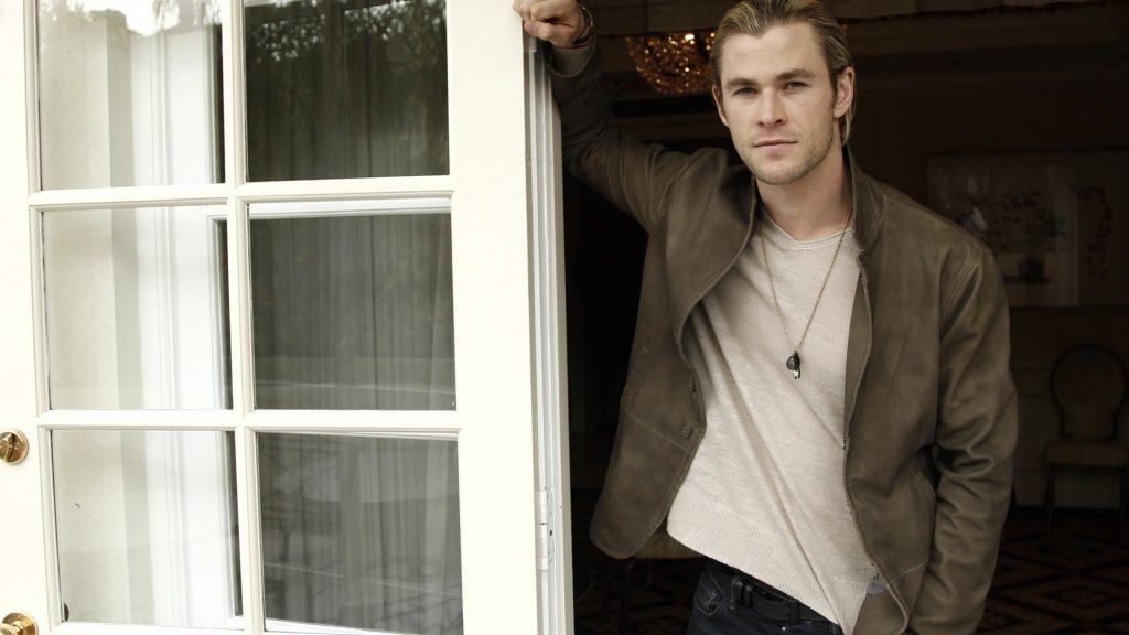 Chris Hemsworth Full HD Wallpaper