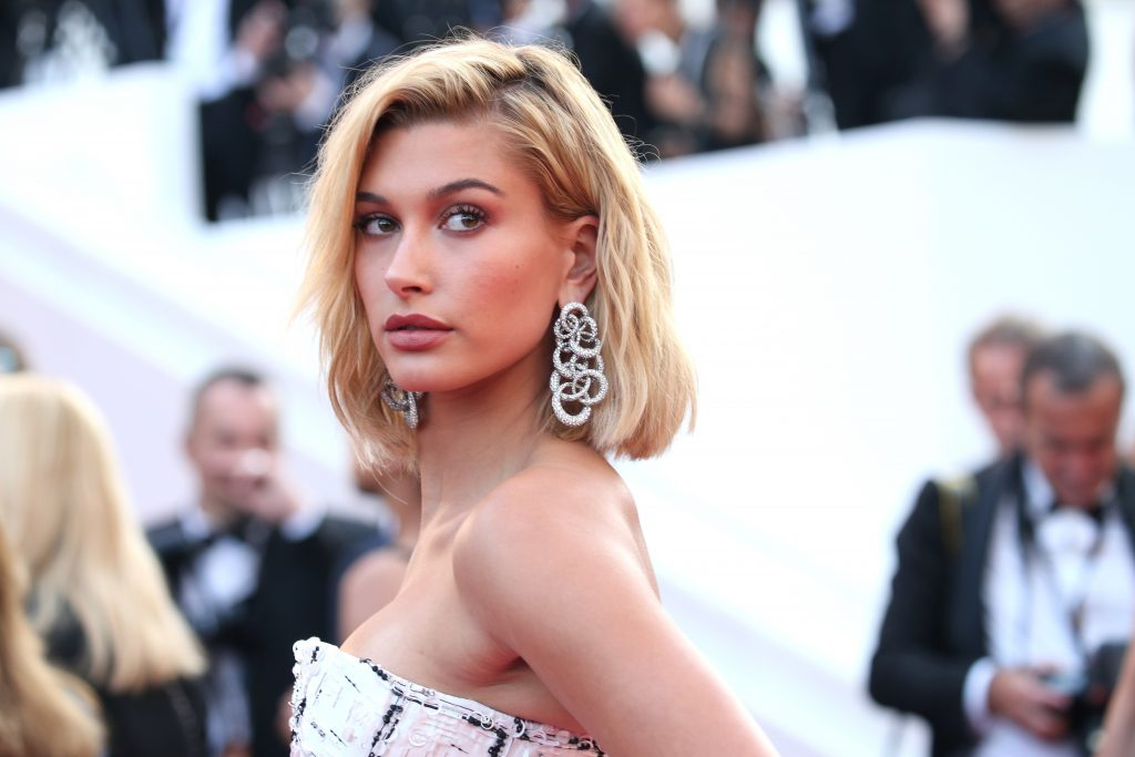 Hailey Baldwin Wallpaper